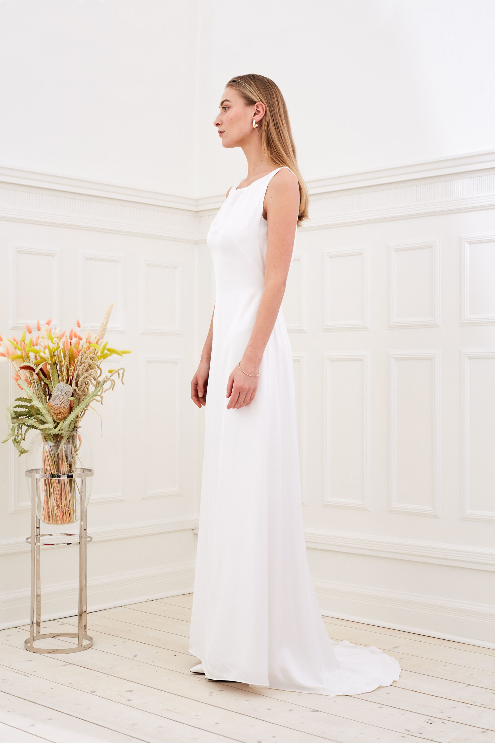 Amber - Minimalist wedding dress side