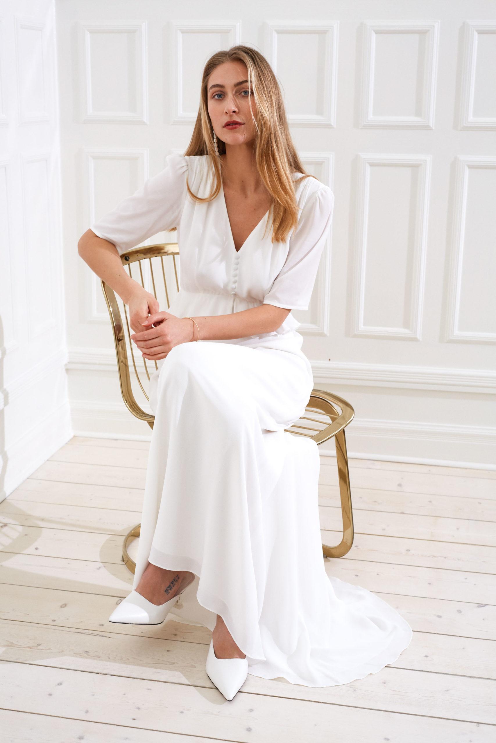 Artemis - Bianca modern wedding dress with train